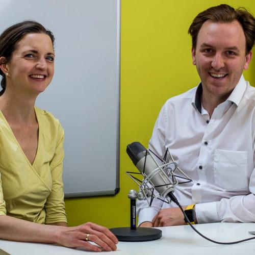 Ingrid Gerstbach und Peter Gerstbach bei der Podcast-Aufnahme
